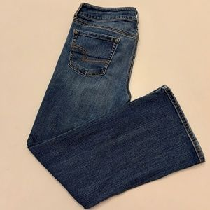 AEO Favorite Boyfriend Sz 12 Short Med Wash jeans
